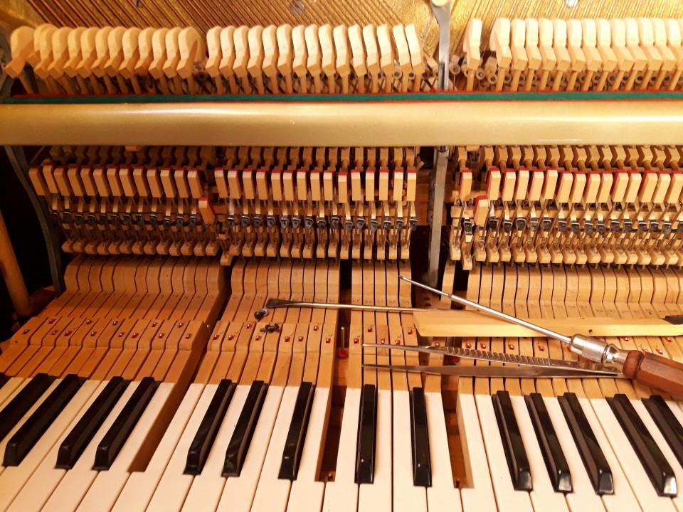 שיפוץ פסנתר